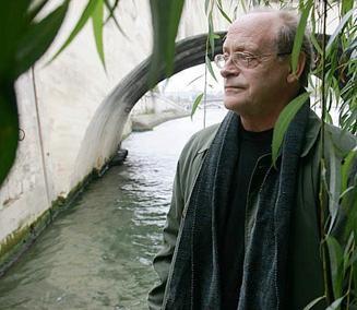 Hoy se nos ha ido un gran hombre, pero también un gran escritor y crítico. Italiano de nacimiento, allá por el año 1943, muere de cáncer en Lisboa, la que […]