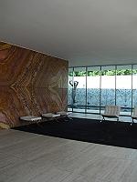 Alemán de nacimiento, allá por 1886, Ludwig Mies van der Rohe comenzó su vida artística en el taller de escultura de piedras de su padre. Su primera obra fuela casa […]