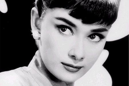 Hoy hace 83 años nacía una de las más bellas, naturales y elegantes actrices de Hollywood: Audrey Hepburn, de nacimiento Audrey Kathleen Ruston. Bailarina frustrada, vivió la Segunda Guerra Mundial […]