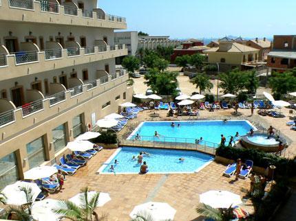 10 hoteles de playa por menos de 35 euros por persona for Piscina los alcazares
