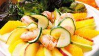 Ingredientes 1 pomelo 1 naranja ½ piña natural 2 manzanas ácidas 2 cogollos 300 g. de colas de gambas sal pimienta zumo de limón  Salsa 1 yogur natural 4 […]