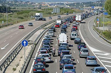 Con motivo de las festividades del 15 de agosto y el incremento de desplazamientos de vehículos que tiene lugar por estas fechas en las carreteras españolas, la Dirección General de […]