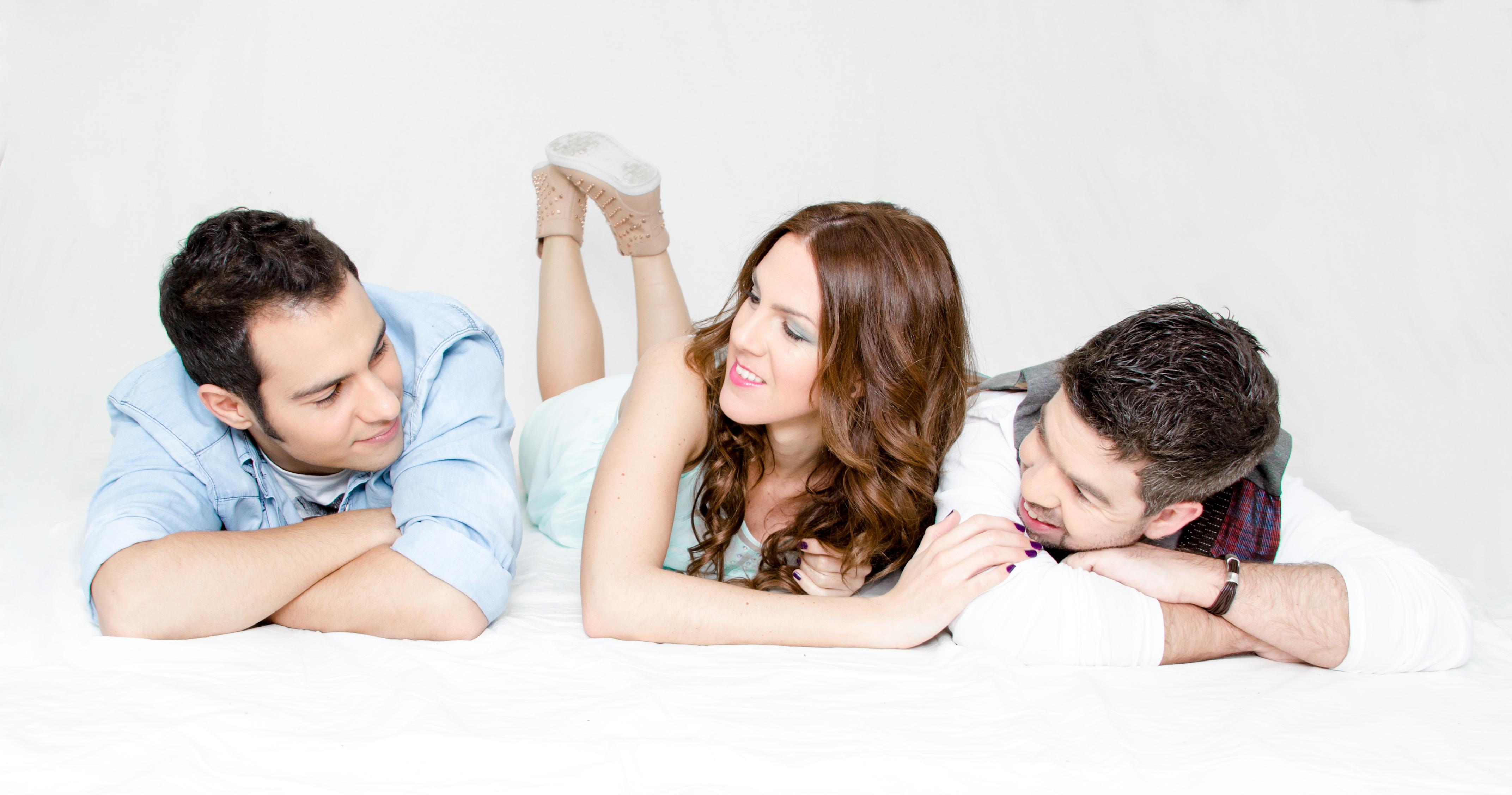 Entrevistamos a Rebeca, Miguel y Cristian, ellos forman parte del grupo musical «El Mito de Noa», han publicado recientemente su primer single bajo el título de «Cada Vez». El próximo […]