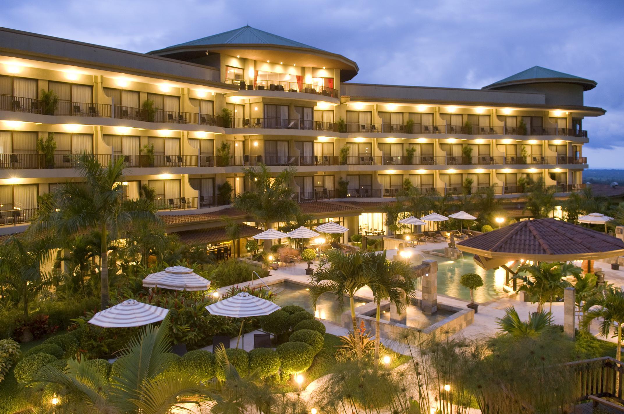 El precio medio de los hoteles espa oles cae un 5 for Hoteles para 5 personas
