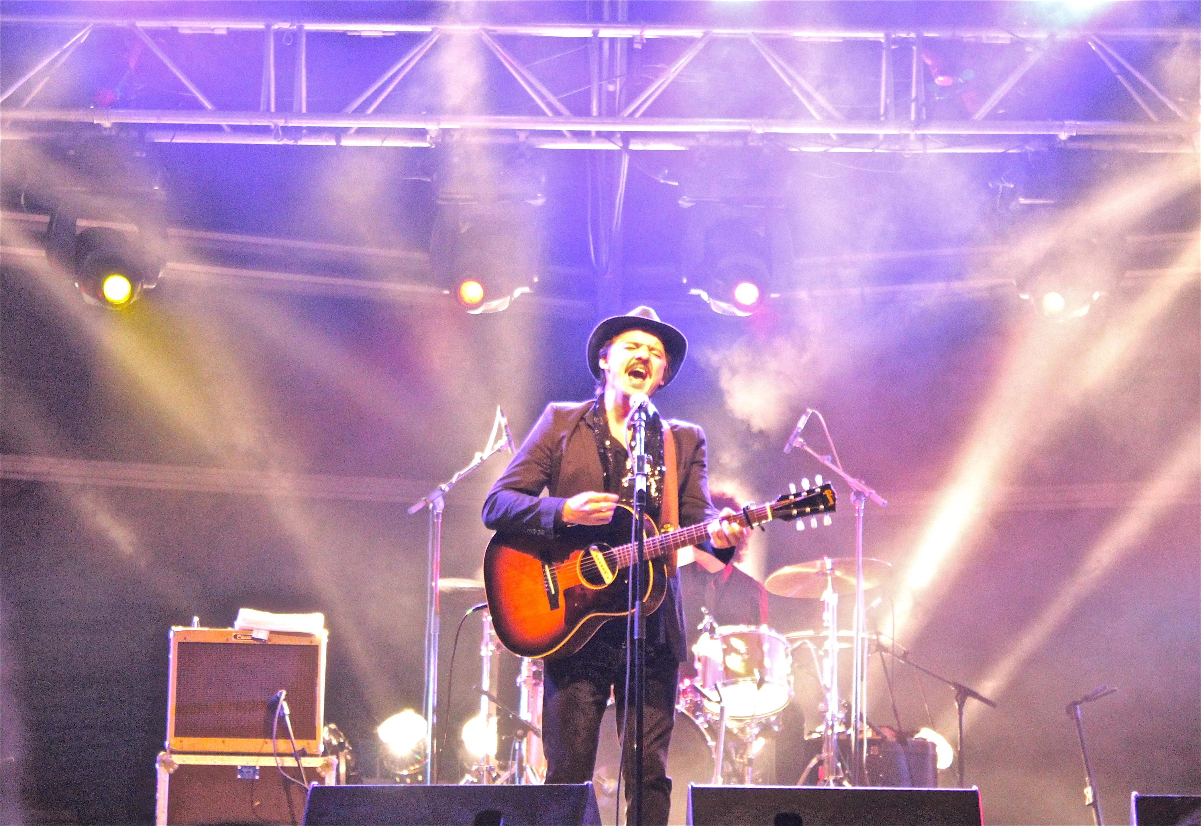 Coque Malla regresó después de unos cuantos años a la Plaza de la Catedral de Oviedo. El concierto se convirtió en un recorrido por sus grandes éxitos y presentó también […]