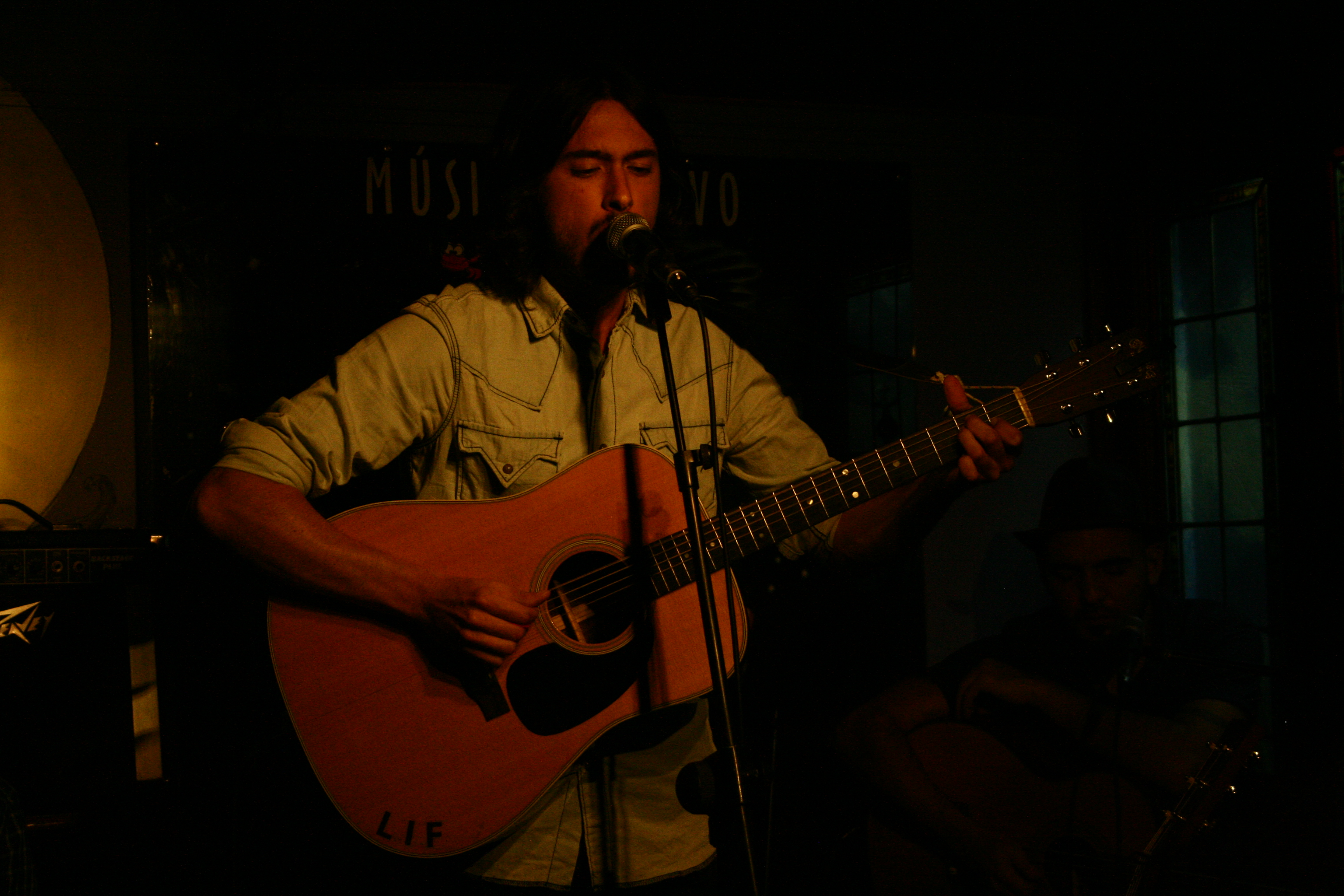 Tomás Hernández (Tom's Cabin) presentaba su debut con un disco homónimo de diez temas, nueve propios y una versión, que saldrá en Octubre de este año. El lugar la […]
