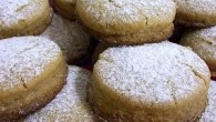 Ingredientes para 15 unidades: 350 gramos de harina de repostería. 40 gramos de almendra cruda molida. 100 gramos de azúcar glas: 80 gramos para la elaboración y 20 gramos […]