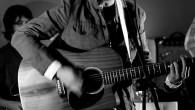 Su voz te embarca en un crucero hacia el corazón. Me refiero a la voz deGonzalo Alcina, anteriormente guitarrista de Melocos, grupo disuelto el pasado 22 de febrero. Sigue […]