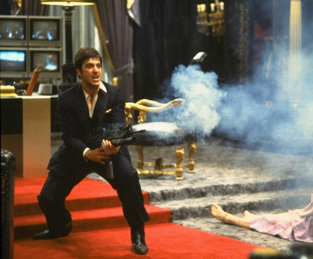 Scarface-Al-Pacino-Tony-Montana-opens-fire-climax