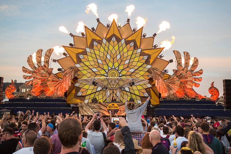 Corona SunSets_crowd 2