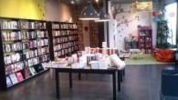 Uno de los mejores recursos que tienen ahora mismo las librerías tradicionales para mantener vivo el interés y las ventas por los tomos en papel es, precisamente, ofrecer una […]