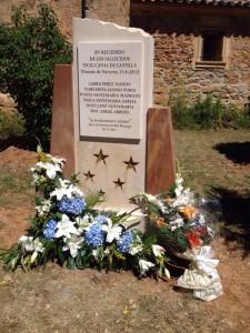 Monolito en memoria de los seis fallecidos en el accidente.