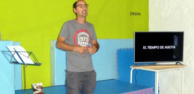 El espacio sociocultural CirCasa fue el escenario —nunca mejor dicho— elegido por el escritor alicantino Alberto Pastor para presentar su primera novela, 23:23 de la editorial Punto Rojo. El acto […]