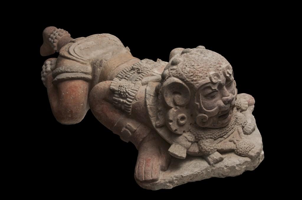 Guerrero con máscara de jaguar en piedra caliza, año 250-600 D.C. Fundación La Ruta Maya, Guatemala