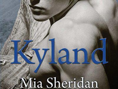 Titulo: Kyland Autor: Mia Sheridan Editorial: Ediciones Pamiés Tenleigh Falyn debe luchar cada día para sobrevivir en el humilde pueblo minero de Dennville, Kentucky, en los montes Apalaches, donde vive […]